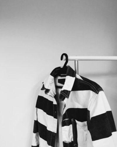 veste-prisonnier-denim-holdfast-rayée-noir-blanc-cintre