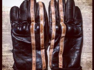 gants-moto-cuir-noir-vintage-le mans-1971-HoldFast